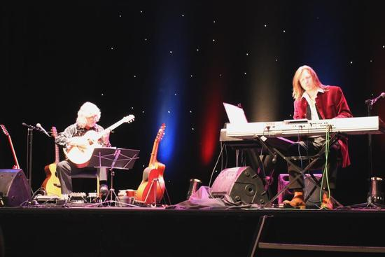 Gordon and Oliver on stage at an earlier gig on the tour