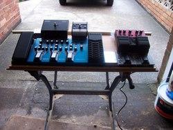 Gordon039s new pedal board August 2009